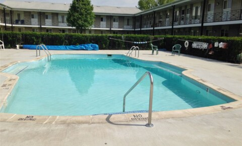 Apartments Near Roseville Holiday Manor East for Roseville Students in Roseville, MI