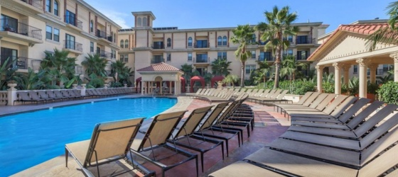 USC/FIDM/Studio School The Lorenzo Luxury Apartments Sublet (2x2) FEMALES ONLY - Shared Unit/Shared Room